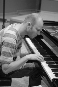 I 2015 turnerer Christian Wallumrød i Europa med Dans Le Arbres, Brutter og Christian Wallumrød Ensemble. (foto: Urban Wili/ECM)