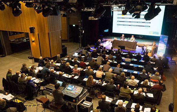 Åstedet for landsmøtet 2017 er USF Verftet i Bergen. Hele huset brukes, her i Røkeriet på åpningsdagen. (foto: Pål Buset)