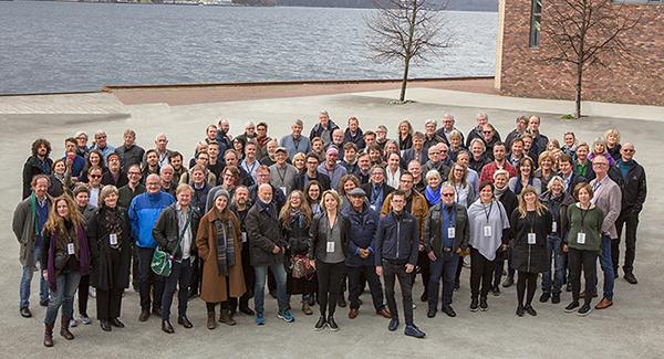 Landsmøtedelegatene samlet utenfor USF Verftet i Bergen. (foto: Jarle H. Moe)