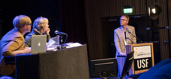 Det debatteres. musiker Sverre Gjørvad med innlegg fra talerstolen. (foto: Jarle H. Moe)