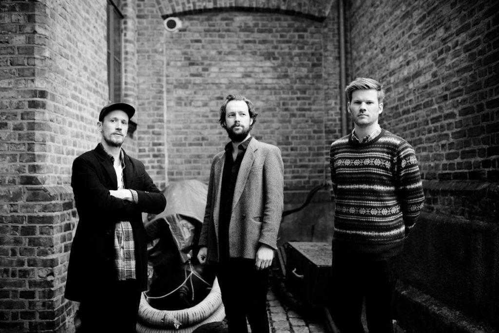 Gard Nilssen's Acoustic Unity, fra venstre: Petter Eldh, Gard Nilssen og André Roligheten (pressefoto)