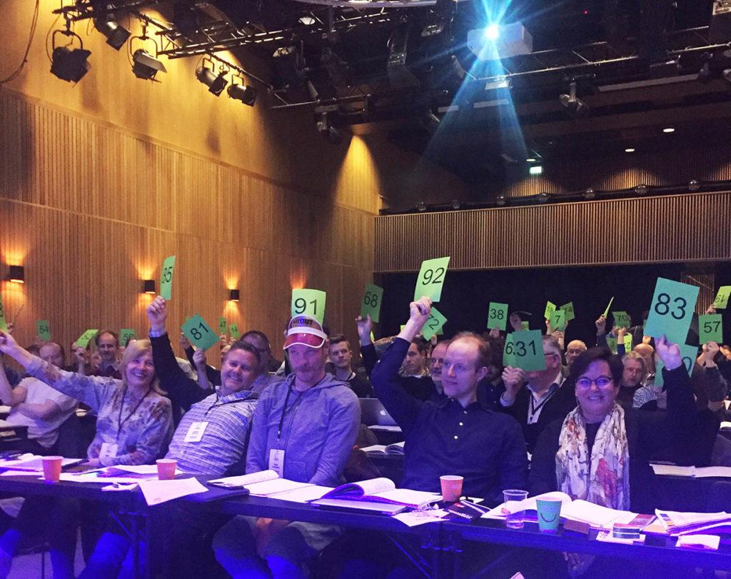 Her fra landsmøtet i Bergen i 2017 med styret i front. (foto: Pål Buset)