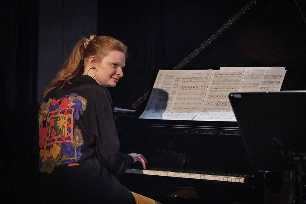 Prisvinner Ingrid Øygard Steinkopf hadde premiere på ny musikk med Starlight Big Band i kveld på Dokkhuset.  Foto: Arne Hauge