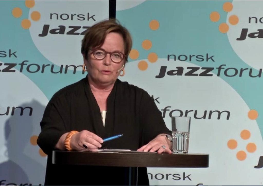 Styreleder Ingrid Brattset taler til Norsk jazzforums landsmøte fra skjermen. (skjermdump)